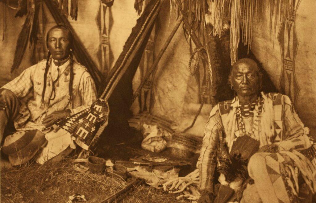 Native-American-Herbal-Medicine-In-a-Piegan-Lodge-Edward-S.-Curtis-Public-domain-via-Wikimedia-Commons